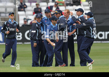 Gloucestershire players celebrate the wicket of Mark Pettini - Essex Eagles vs Gloucestershire Gladiators - Clydesdale - Stock Photo