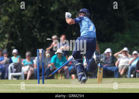 Wayne Madsen of Derbyshire narrowly avoids being run out - Derbyshire Falcons vs Essex Eagles - Yorkshire Bank YB40 - Stock Photo