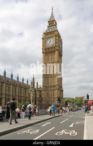 London's new, fully segregated cycle path on Westminster Bridge passes in front of Big Ben and the Houses of Parliament. - Stock Photo