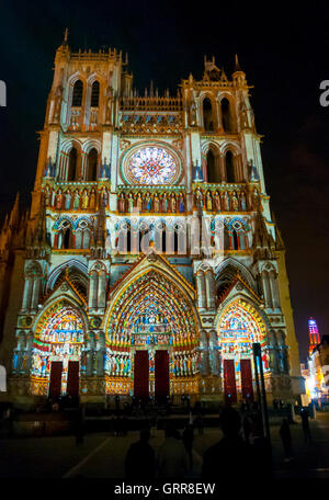 Somme (80), Amiens, Cathedrale Notre-Dame d'Amiens, éclairage de nuit  // France, Somme (80), Amiens, Cathedrale - Stock Photo