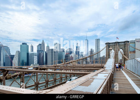 The Brooklyn suspension bridge that crosses from Brooklyn to Manhattan - Stock Photo