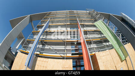 Berlin, Germany. 08th Sep, 2016. A section of the extension on the Marie Elisabeth Lueders Haus is covered in scaffolding - Stock Photo