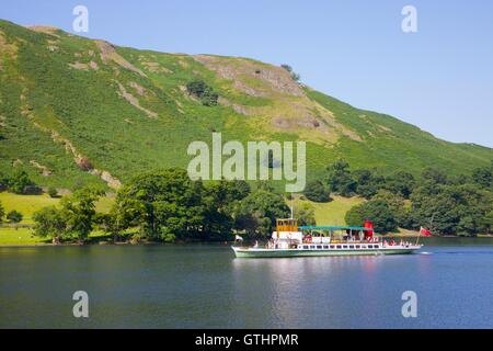 Tourists enjoying a cruise aboard an Ullswater Steamer. Howtown Wyke bay, Ullswater, Penrith, The Lake District - Stock Photo