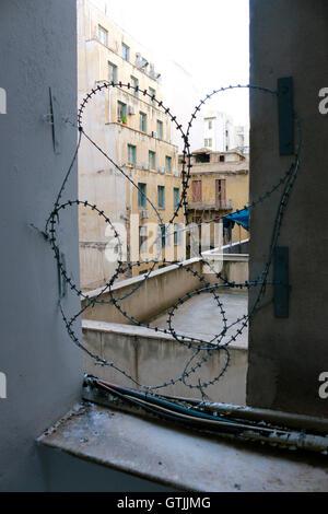 Stacheldraht, Strassenszene, Athen, Griechenland. - Stock Photo