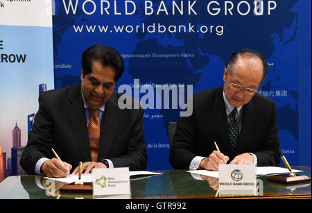 Washington, DC, USA. 9th Sep, 2016. World Bank Group President Jim Yong Kim (R) and New Development Bank President - Stock Photo