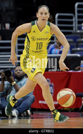 Washington, DC, USA. 9th Sep, 2016. 20160909 - Seattle Storm guard SUE BIRD (10) dribbles up court against the Washington - Stock Photo