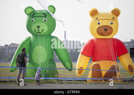Berlin, Germany. 10th Sep, 2016. Kite festival at tempelhofer feld in Berlin. Credit:  Omer Messinger/ZUMA Wire/Alamy - Stock Photo