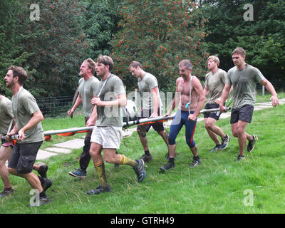 Edale, Derbyshire, UK. 10th September 2016. Competitors race in the annual Great Kinder Beer Barrel Challenge. Begun - Stock Photo
