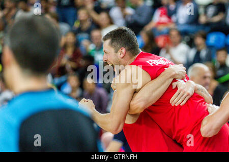 London, UK. 10th. September, 2016.  Hungary celebrate victory. Team GB play Hungary in Eurobasket 2017 qualifiers - Stock Photo