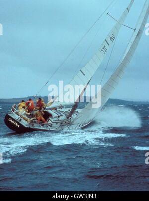 AJAXNETPHOTO. 1971. SOLENT, ENGLAND. - ADMIRAL'S CUP - AMERICAN TEAM YACHT CARINA BEATS THROUGH HEAVY SEAS DURING - Stock Photo