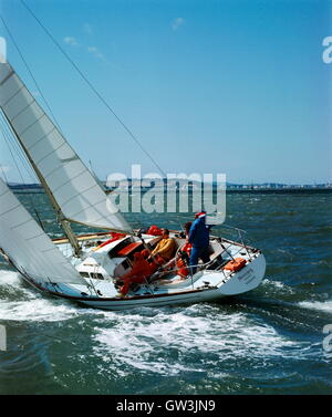 AJAXNETPHOTO. 1971. SOLENT, ENGLAND. - ADMIRAL'S CUP - SOUTH AFRICA'S MERCURY AT THE START OF THE FASTNET RACE. - Stock Photo