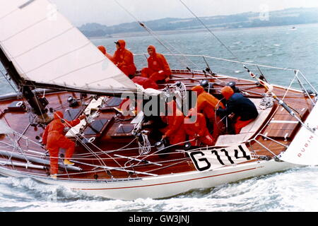 AJAXNETPHOTO. 1971. SOLENT, ENGLAND. - ADMIRAL'S CUP - GERMANY'S TEAM YACHT RUBIN CAUGHT IN A SQUALL.  PHOTO:JONATHAN - Stock Photo