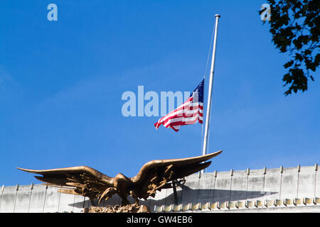 London, UK. 11th Sep, 2016. The American flag flies at half mast above the United States embassy in London on the - Stock Photo