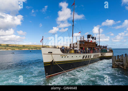 Swanage, Dorset, UK 11 September 2016. UK weather: glorious warm sunny day as visitors head for Swanage beach and - Stock Photo