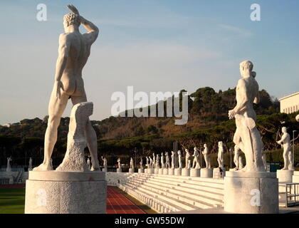 AJAXNETPHOTO. 2015. ROME, ITALY. - MUSSOLINI ERA ARCHITECTURE - MARBLE STATUES OF ATHLETES SURROUNDING THE OLYMPIC STADIO DEI MARMI BUILT BETWEEN 1928 - 1938 AT THE FORO ITALICO.  PHOTO:JONATHAN EASTLAND/AJAX  REF:GX151012_732 Stock Photo