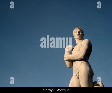 AJAXNETPHOTO. 2015. ROME, ITALY. - ATHLETE STATUE - ONE OF MANY MARBLE STATUES OF ATHLETES SURROUND THE OLYMPIC STADIO DEI MARMI IN FORO ITALICO BUILT BETWEEN 1928-1938.  PHOTO:JONATHAN EASTLAND/AJAX  REF:GX151012_732 Stock Photo