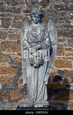 Statue of an angel on a grave in Elgin Cemetery, Elgin, Morayshire, Scotland, UK. - Stock Photo
