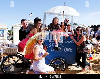 London, Chichester in south UK. 11th Sep, 2016. People dressed in vintage clothes attend the Goodwood Revival 2016 - Stock Photo