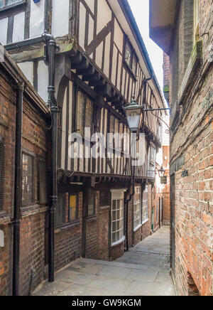 Lady Peckett's Yard, named after the wife of a Lord Mayor, is a narrow mediaeval 'Snickelway' in the City of York, - Stock Photo