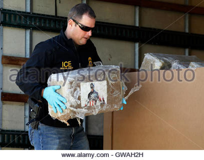An Immigration and Customs Enforcement (ICE) special agent handles ...
