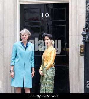London, UK. 13th September, 2016.State Counsellor Aung San Suu Kyi of Myanmar visits Prime Minister Theresa May - Stock Photo