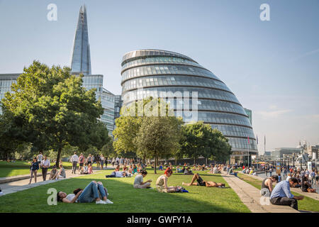 London, UK. 13th September, 2016. UK Weather: Londoners enjoy the city heatwave during Britain's hottest September - Stock Photo
