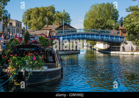 Canal Boat covered with red and pink geranium at Warwick Avenue, 'Little Venice', London W9 - Stock Photo