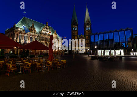 Bremen - View of the historic market square with town hall, Bremen Cathedral and parliament at night - Stock Photo