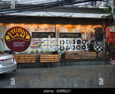 Studio Lam ya dong (white spirits) bar in Bangkok, Thailand - Stock Photo
