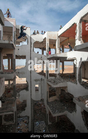 '3 Run Gaza' at the bombed out remains of a flat complex destroyed in 2014 during Israel's 'Operation Protective - Stock Photo