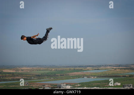 18 year old Fahed Dawood is airborne over the Gaza Strip, Beit Hanoun, Northern Gaza Strip. - Stock Photo