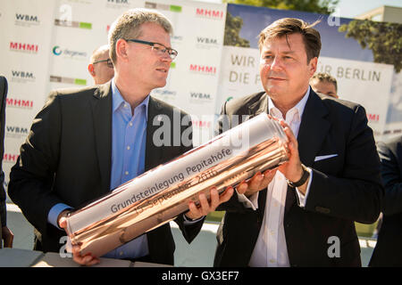 The borough mayor of Berlin-Spandau, Helmut Kleebank (SPD, l-r), and the senator for city development and environment, Andreas Geisel (SPD), fill a time capsule with building plans and a daily newspaper, at the laying of the first stone for the residential construction project 'Pepitahoefe' in Berlin, Germany, 15 September 2016. The Pepitahoefe are a new construction project by degewo and the Wohnungsbaugesellschaft Berlin-Mitte GmbH. A total of 1024 apartments are to be built on the 58,700 square metre site by the end of 2018. PHOTO: GREGOR FISCHER/DPA