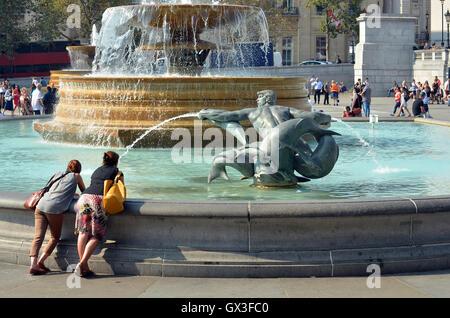 London, UK, 15 September 2016, Trafalgar Square London weather exceeds 30 degrees Centrigade as September heat wave - Stock Photo