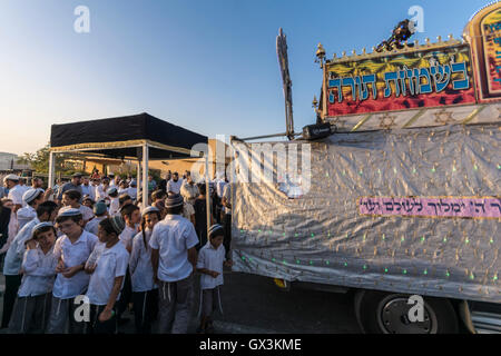 Neria, Israel. 15th September, 2016. inauguration of a Torah scroll (Bible), containing the Pentatuch, Judaism holliest - Stock Photo