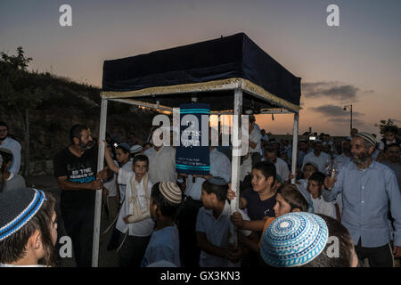 Neria, Israel. 15th September, 2016. Neria, Israel/West Bank. A parade celebrating the inauguration of a Torah scroll - Stock Photo