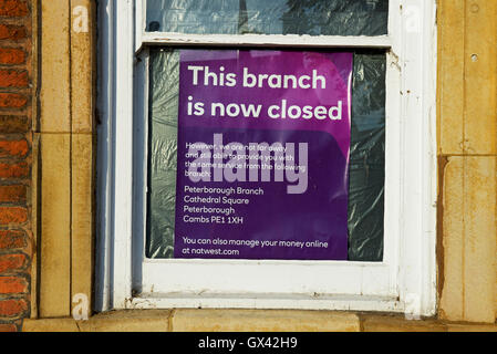 Sign in window notifying customers that this branch of the Natwest Bank is now closed, England UK - Stock Photo