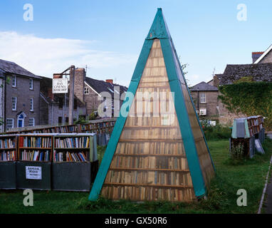 A pyramid of books & outdoor stalls with bargain books at the Hay Cinema Bookshop, Hay-on-Wye (Richard Booth's 'Town - Stock Photo