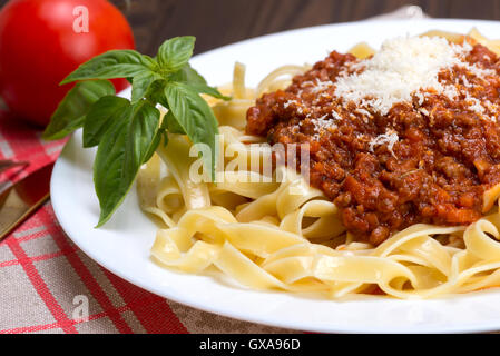 how to make traditional italian spaghetti bolognese