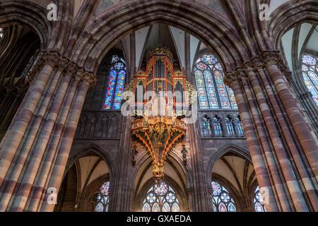 Kirchenorgel des Strassburger Muenster in Strassburg,  Elsass, Frankreich  |  Strasbourg Cathedral church organ, - Stock Photo