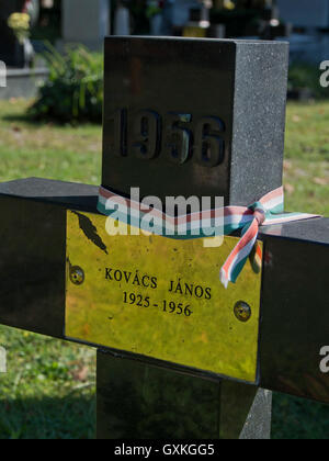 Tombs of young people who died when troops from the Soviet Union crushed the Hungarian Revolution against Soviet - Stock Photo