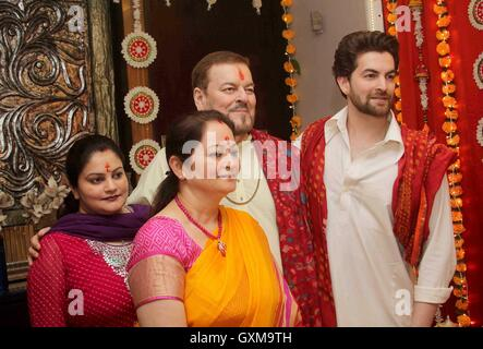 Bollywood actor Neil Nitin Mukesh Nitin Mukesh mother Nishi Mukesh sister Neha Mukesh Ganesh Chaturthi celebrations - Stock Photo