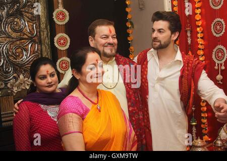 Bollywood actor Neil Nitin Mukesh father Nitin Mukesh mother Nishi Mukesh Neha Mukesh Ganesh Chaturthi celebrations - Stock Photo