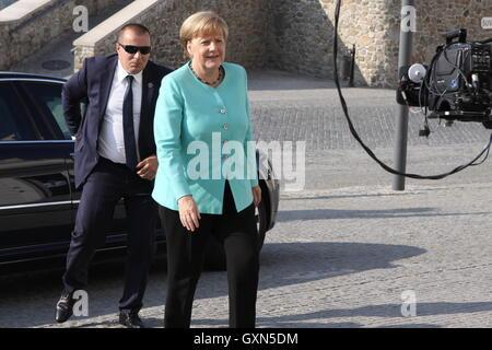 (160916)-- BRATISLAVA, Sept. 16, 2016 (Xinhua) -- German Chancellor Angela Merkel arrives at Bratislava Castle for - Stock Photo