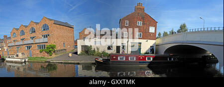 Thorn Marine Panorama,London Bridge,Stockton Heath,Warrington - Bridgewater Canal, Cheshire, England, UK - Stock Photo