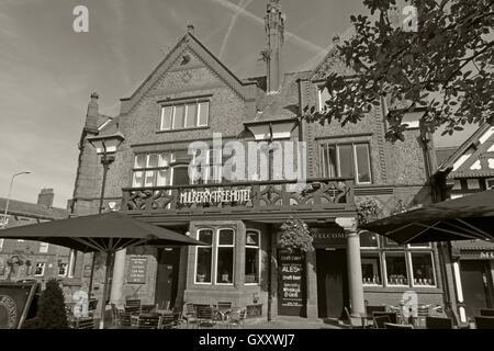 Mulberry Tree Pub,Stockton Heath,South Warrington,Cheshire,England,UK B/W - Stock Photo