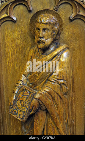 St Wilfrids Church Grappenhall- Pulpit wood carving of apostle, Warrington - Stock Photo