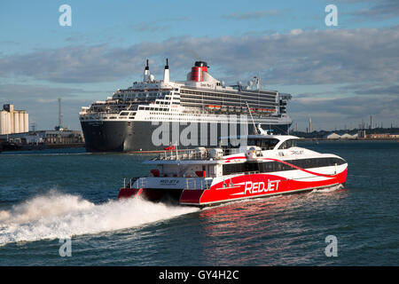 Cunard Cruise Ship QuotQueen Mary 2quot Making Her First Visit
