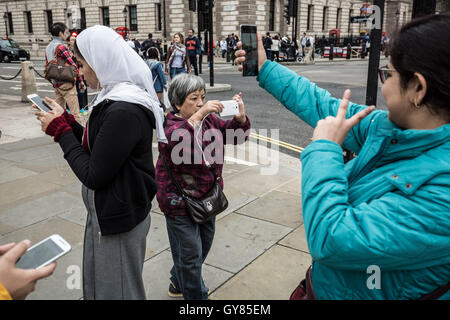 London, UK. 17th September, 2016. Tourists taking photos and phone selfies in Westminster © Guy Corbishley/Alamy - Stock Photo