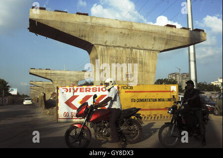 August 27, 2016 - Noida, Uttar Pradesh, India - Motorists pass an ongoing subway construction site in Noida, India. - Stock Photo
