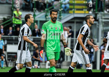 San Siro Stadium, Milan, Italy. 18th Sep, 2016. Gianluigi Buffon Keeper of Juventus gives his defense soem words - Stock Photo